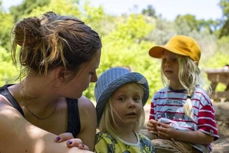 Annuska Dal Maso keskittyi Piilaaksossa kahden kouluikäisen lapsensa hoitamiseen. Suomeen palattuaan hän palasi työelämään, mikä oli Dal Masolle tärkeää.