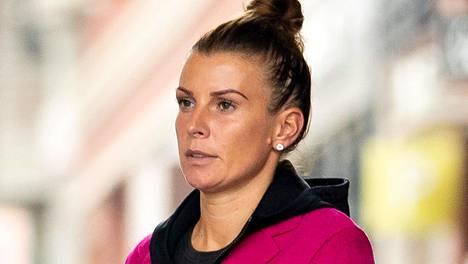 Coleen Rooneyn kerrotaan olevan raivoissaan miehensä baariseikkailuista.