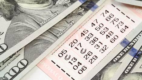 Intiasta kotoisin oleva, mutta Dubaissa autoalalla työskentelevä mies voitti lotossa miljoona dollaria eli noin 895 559 euroa. Kuvituskuva.
