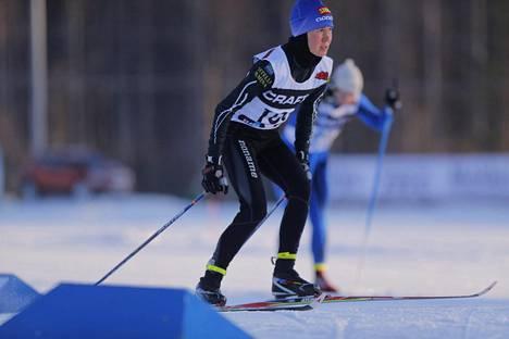 Kettunen on kilpaillut juoksu-uransa ohella myös hiihdossa. Kestävyysjuoksu on kuitenkin aiemmin ollut selvä päälaji. Nyt tilanne on muuttunut.