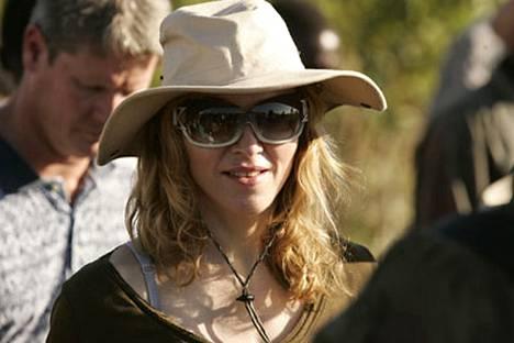 Madonna on popin kuningatar, mutta tekstailun alakoululainen.
