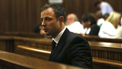 Oscar Pistorius oikeuden istunnossa syksyllä 2014.