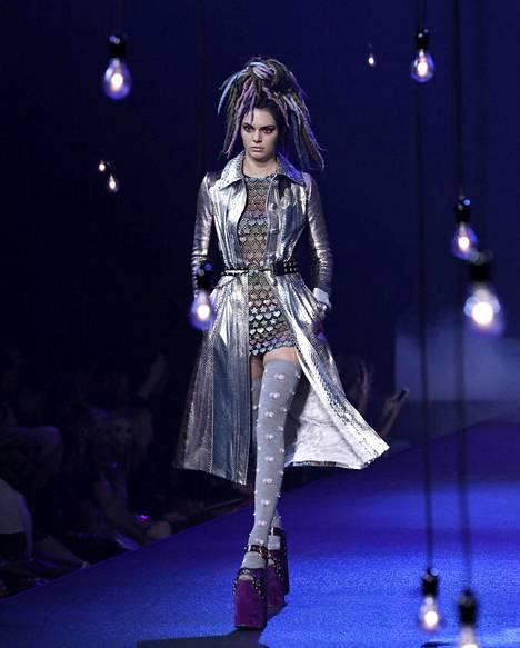 Kendall Jenner esitteli Marc Jacobsin asuja New Yorkin Fashion Weekillä syyskuussa.