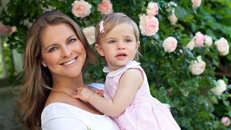Prinsessat Madeleine ja Leonore viime kesänä.
