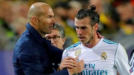 Zinedine Zidane (vas.) ei halua Gareth Balen jatkavan Real Madridissa.