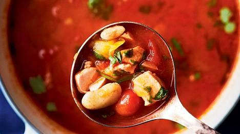 Sitruunamarinoitu kirjolohi tekee tomaattisesta kalakeitosta ekstrahyvää.