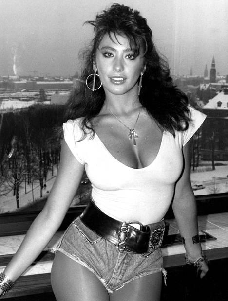 Sabrina oli kaunotar jo nuorena ja hän on työskennellyt myös mallina.