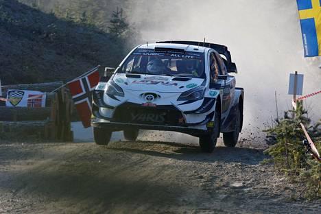 Auton tekninen ongelma pilasi Jari-Matti Latvalan toiveet Ruotsin MM-rallissa.