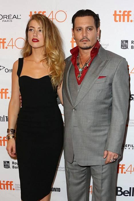Amber Heard ja Depp vuonna 2015.
