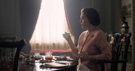 The Crownin neljännen tuotantokauden kuvaukset ovat jo käynnissä. Kuvassa Olivia Colman kuningatar Elisabetina.