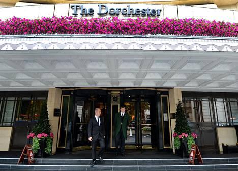 Hyväntekeväisyysgaalan tapahtumapaikkana toimi Lontoon maineikas Dorchester-luksushotelli.