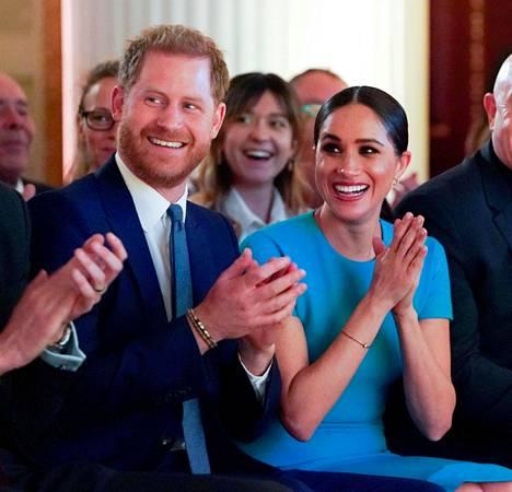 Prinssi Harry ja herttuatar Meghan erosivat brittihovista viime vuonna.