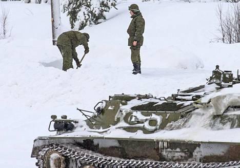 Venäjä avasi uudelleen Alakurtin sotilastukikohdan 2015. Tukikohta sijaitsee 50 kilometrin päässä Suomen rajasta.