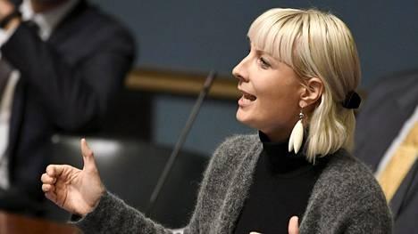 Opetusministeri Sanni Grahn-Laasonen (kok) syytti Huhtasaarta vihapuheen lietsomisesta oppilaita kohtaan.