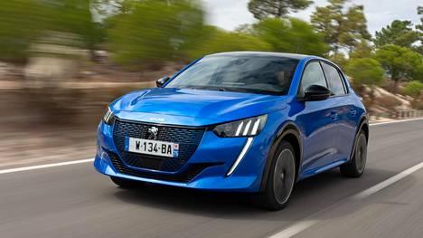 Peugeot e-208:n sadan kW:n (136 hv) sähkömoottori kehittää 260 newtonmetrin väännön käytännössä heti liikkeellelähdöstä alkaen.