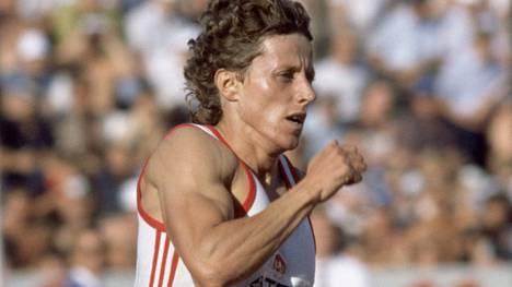 Jarmila Kratochvilova juoksi kohti 800 metrin MM-kultaa Helsingissä 1983.