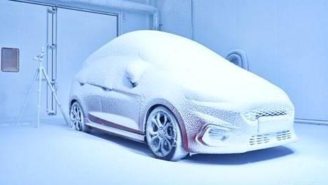 Autonvalmistaja loi säätehtaan: Euroopan kylmimmän paikan vieressä jäätelö sulaa sekunneissa