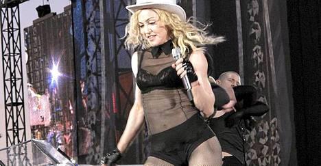 Näissä minisortseissa Madonna esiintyi Helsingissä 2009.