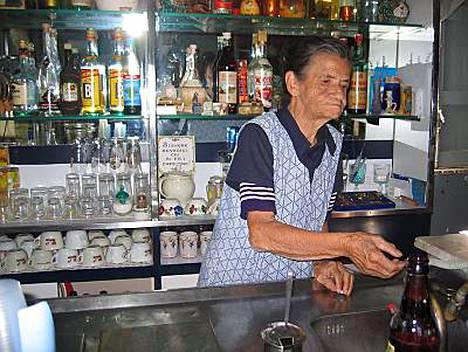 Vitellin kuppilan Maria, 85, palvelee edelleen.