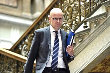Valtiosihteeri Martti Hetemäki uskoo, että nuorten miesten köyhyyden kasvu selittää syntyvyyden laskun.