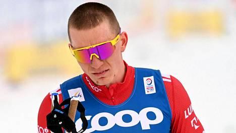 Aleksandr Bolshunov oli kivikasvoinen 15 kilometrin kisan maalialueella keskiviikkona.