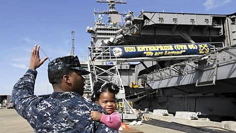 Lentotukialus USS Enterprise lähti viimeiselle matkalleen sunnuntaina.