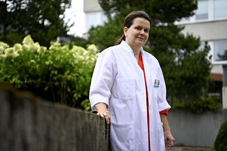 Apulaisylilääkäri Eeva Ruotsalaisen mukaan testausvälineiden riittävyydestä ei ole huolta Husin alueella.