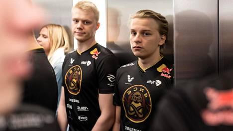 """Aleksi Virolainen (oikealla) on ollut otsikoissa viimeisen kuukauden. Vierellä entinen tiimikaveri Jani """"Aerial"""" Jussila."""