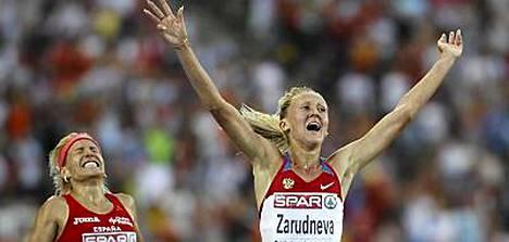 Marta Dominguez (vas.) jäi 3000 metrin esteissä kakkoseksi.