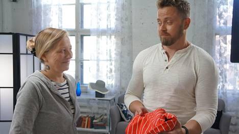 Stylisti Teri Niitti ihmetteli ohjelmassa Heidin vaatteita.