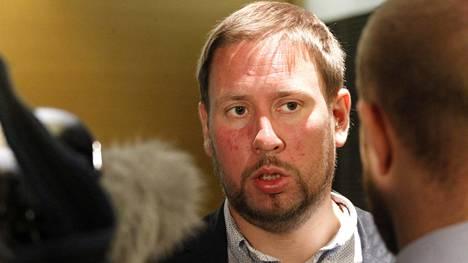 Paavo Arhinmäki siunasi kohua herättäneen lisäavustuspäätöksen urheiluministerinä 2012.