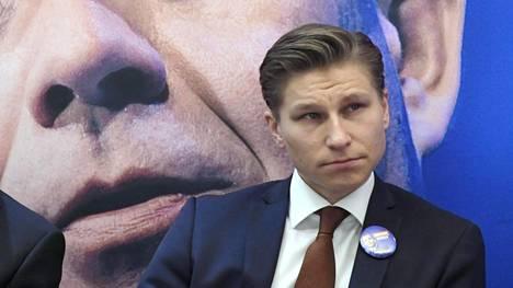 Antti Häkkäsen mukaan kokoomus katsoo, että verotuloja saadaan paremmin talouskasvulla kuin ansiotuloveroa kiristämällä.