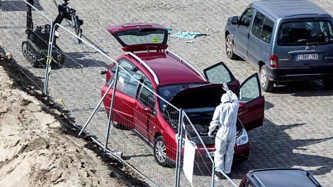 Auton tavaratilasta löytyneen aseen kerrotaan olleen vanha romu, joka ei ollut toimintakunnossa.