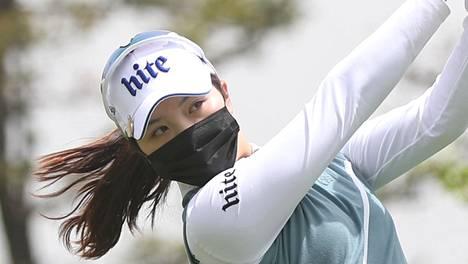 Kasvosuojaimet olivat valttia Etelä-Korean golfturnauksessa.