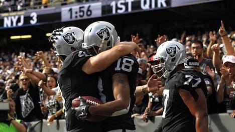 Tätä näkyä ei ole saatu nähdä Oaklandissa turhan usein viime vuosina: Raiders juhlii touchdownia ja voittoa.