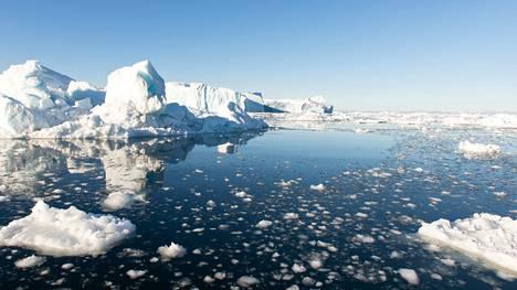 Grönlannin sulavia jäätiköitä epäillään syyksi kylmään ilmamassaan. Kuva Disko-saarelta Grönlannin länsirannikolta.