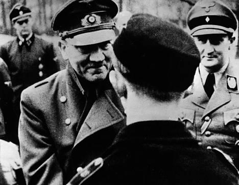 Adolf Hitler esiintyi viimeisen kerran julkisesti kun hän jakoi tunnustusta taisteluihin osallistuneille Hitler Jugend -nuorisojärjestön pojille.