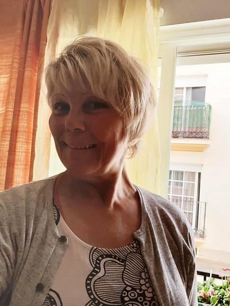 Kirsi Hyvärinen Fuengirolassa ennen rankan matkansa alkamista.