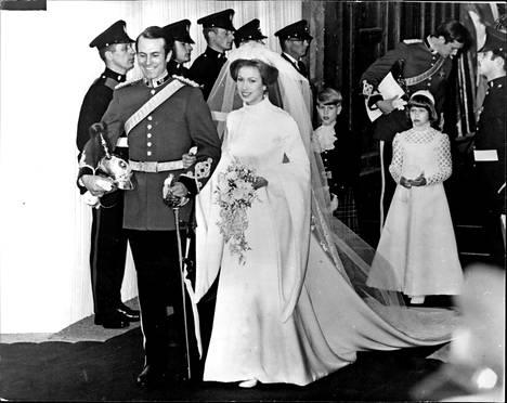 Anne ja Mark Phillips vihittiin 1973 Westminster Abbeyssa. Pari ilmoitti aikeistaan erota vuonna 1989. He saivat kaksi lasta, Peterin (1977) ja Zaran (1981).
