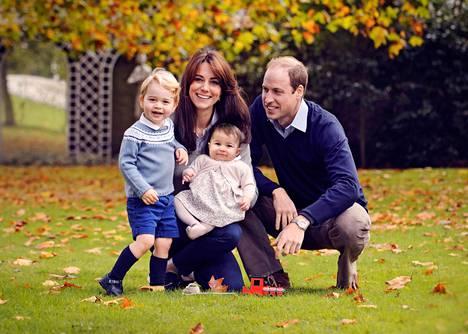 Prinssi Williamilla ja Catherinella on kaksi lasta: George ja Charlotte.