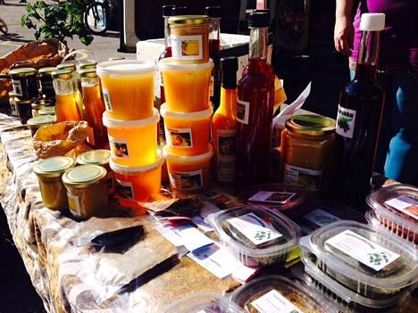 Lähituotettu hunaja on yksi Reko-ruokapiirin myydyimpiä tuotteita.