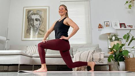 Yleinen passiivisuus ja työpisteellä kököttäminen ovat pahasta! Personal trainer Anna Saivosalmi vinkkaa tehokkaan taukojumpan.