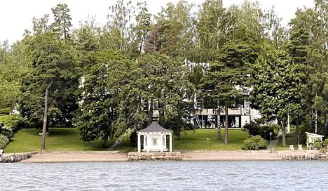 Rallilegenda Hannu Mikkolan naapurissa asustavat muun muassa oopperalaulaja Matti Salminen, Nokian hallituksen puheenjohtaja Risto Siilasmaa sekä parkkihalleilla omaisuuden luonut Boris Koroneff.