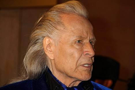 Peter Nygård syntyi Helsingissä vuonna 1943, mutta muutti perheensä mukana jo lapsena Kanadaan.