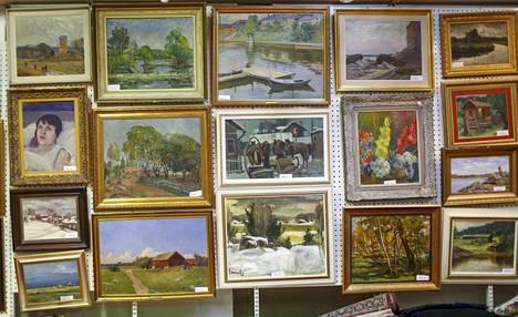 Hagelstamin taidehuutokaupassa Tehtaankadulla oli myynnissä 321 maalausta.