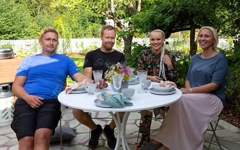 Kati Jukarainen sekä pihaurakoitsijat Teemu Luostarinen ja Jani Kärkkäinen pistivät Anna Puun puutarhatontin uusiksi.