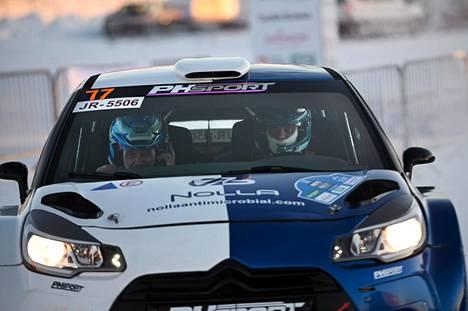 Valtteri Bottas valmistautuu parhaillaan kartanlukijansa Timo Rautiaisen kanssa Rovaniemellä ajettavan Arctic Lapland Rallyyn.