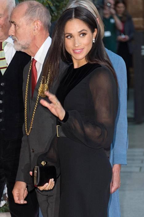 Herttuatar Meghan edusti ensimmäistä kertaa yksin.