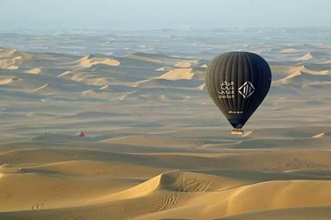 Hannele Korhosen mukaan olosuhteet ovat Arabiemiraateissa hankalat pilvien muokkauksen kannalta.