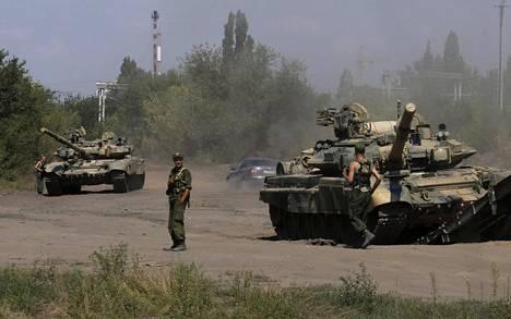 Venäläisten panssarivaunuja kuvattuna Rostovin alueella Ukrainan rajan pinnassa elokuussa 2014.